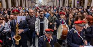 Marco Mengoni Atlantico Tour: il live show a sorpresa per le vie di Torino