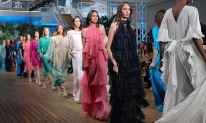 Alberta Ferretti Cruise 2020: la sfilata della collezione nel Principato di Monaco