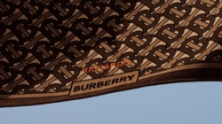 Burberry B Series maggio 2019: il telo stampato con il Monogram TB in limited edition