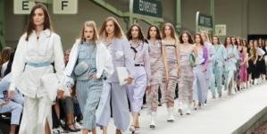 Chanel Cruise 2020 sfilata: il nuovo viaggio di Virginie Viard, guest Keira Knightley