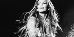 Jennifer Lopez It's My Party tour 2019: la capsule collection di Guess dedicata a J.Lo