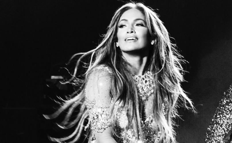 Jennifer Lopez It's My Party tour 2019: la capsule collection di Guess dedicata a J.Lo