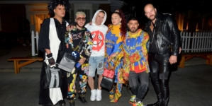 Moschino sfilata Resort 2020: l'horror movie secondo Jeremy Scott