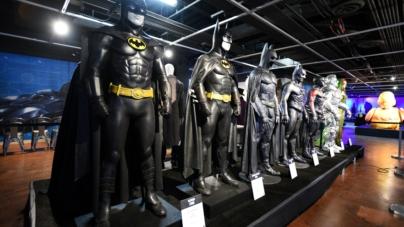 Batman compie 80 anni: il Cavaliere Oscuro celebrato al Character Hall of Fame del Comic-Con Museum