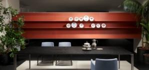 Casa stile moderno contemporaneo: Porro e le sfumature di rosso
