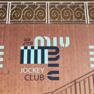 Miu Miu Croisiere 2020: il Jockey Club all'Hippodrome d'Auteuil, il video