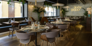 Ristorante Eat and Speak Alicante: illuminato dalle lampade Flamingo di Vibia