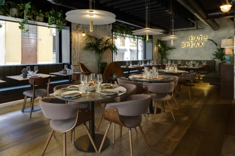 Ristorante Eat and Speak Alicante: illuminato dalle lampade Flamingo di Vibia