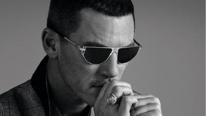 Versace Luke Evans campagna occhiali: i nuovi modelli indossati dall'attore