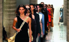 Bottega Veneta primavera estate 2020: eleganza audace e distesa, la sfilata