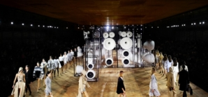 Burberry primavera estate 2020: Evolution, la sfilata a Londra con Gigi Hadid ed Irina Shayk