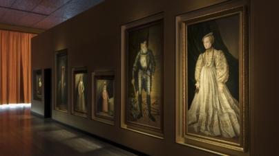 Il sarcofago di Spitzmaus e altri tesori: la mostra di Wes Anderson in Fondazione Prada