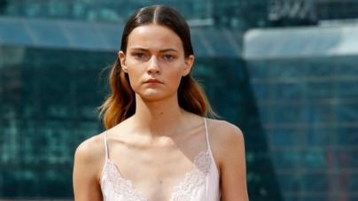 Tendenze moda estate 2020: gli abiti ariosi ed eleganti di Jonathan Simkhai