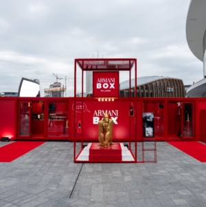 Armani Box Milano beauty pop-up store: atmosfera da set cinematografico