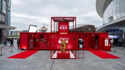 Armani Box Milano beauty pop-up store: atmosfera da set cinematografico