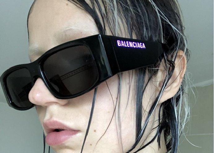 Balenciaga occhiali primavera estate 2020: la nuova montatura LED Frame