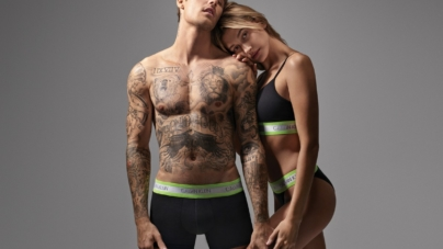 Calvin Klein 50 anniversario: la capsule CK50, la campagna con Justin e Hailey Bieber