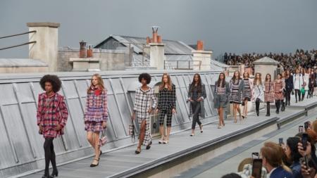 Chanel primavera estate 2020: la grazia disinvolta di un'eroina contemporanea