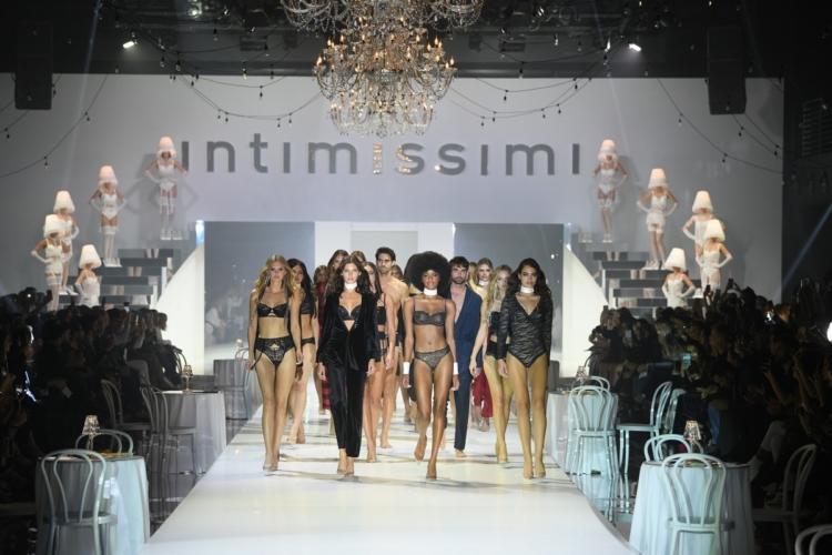 Intimissimi sfilata autunno inverno 2019: special guest Irina Shayk e Sarah Jessica Parker