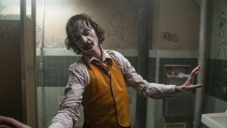 Joker film 2019 recensione: la performance ipnotica e cruda di Joaquin Phoenix