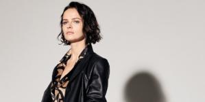 Kiton donna primavera estate 2020: essenzialità e colore, audacia e grafismo