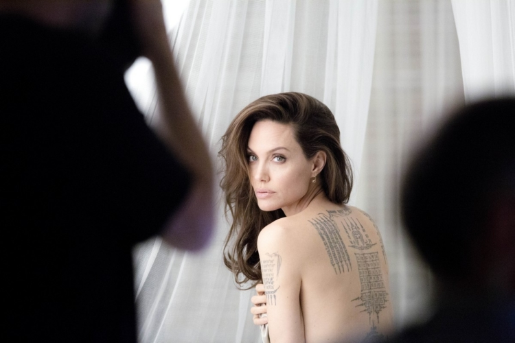 Mon Guerlain Eau de Parfum Intense: la nuova campagna con Angelina Jolie