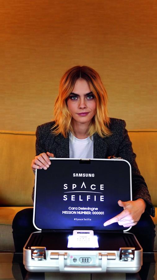 Samsung SpaceSelfie Cara Delevingne