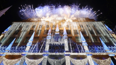 Disney Frozen 2 Saks Fifth Avenue: le vetrine natalizie e lo spettacolo di luci