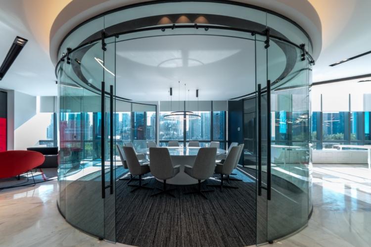 Evoteq Dubai: il Light Office arredato da Lapalma