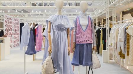 JW Anderson pop-up store Cina: la mostra Disobedient bodies e le limited edition