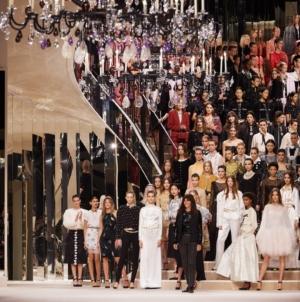 Chanel Metiers d'Art 2019 2020: i codici dell'eleganza, la sfilata a Parigi