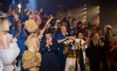 Jean Paul Gaultier sfilata 50 anniversario: l'addio alla moda con Dita Von Teese, Rossy de Palma e Amanda Lear