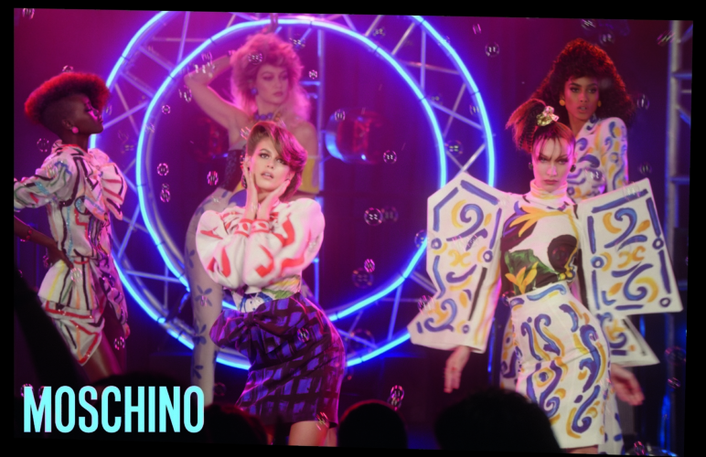 Moschino campagna primavera estate 2020: MoschinoRama con Tyra Banks e Gigi Hadid