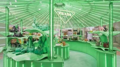 Prada Hyper Leaves Parigi: le vetrine ispirate alla natura selvaggia alla Galeries Lafayette