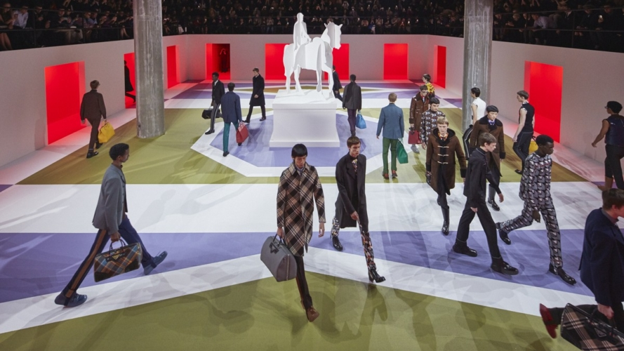 Prada Uomo autunno inverno 2020: il surreale incontra il classico, la sfilata