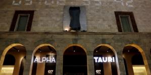 AlphaTauri La Rinascente Milano: il debutto della collezione e la facciata con l'auto di Formula 1