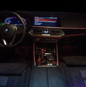BMW X5 Timeless Edition: gli eleganti interni neri in Alcantara