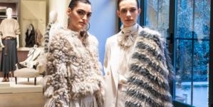Brunello Cucinelli Donna autunno inverno 2020: ispirazioni maschili e glamour diffuso