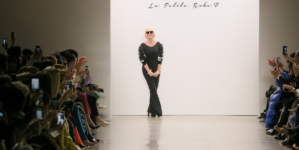 Chiara Boni La Petite Robe autunno inverno 2020: atmosfera spagnola, la sfilata a New York