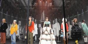 Gucci Donna autunno inverno 2020: il rito che sospende l'ordinario, la sfilata