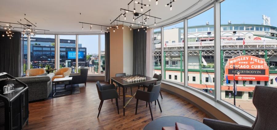 Hotel Zachary Chicago: la poltroncina Ned di Bross arreda le eleganti suite