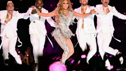 Jennifer Lopez Super Bowl Halftime Show 2020: JLO in Atelier Versace, video e foto