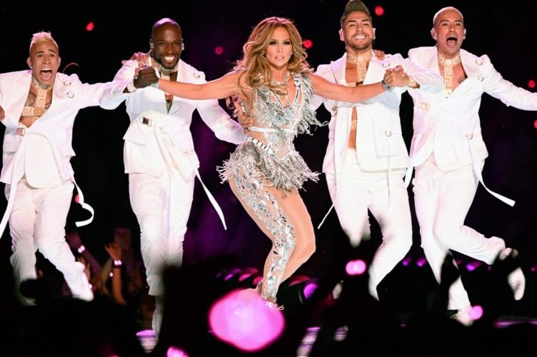 Jennifer Lopez Super Bowl Halftime Show 2020: JLO in Atelier Versace, video e foto