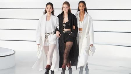 Chanel autunno inverno 2020: il romanticismo senza fronzoli, tutti i look