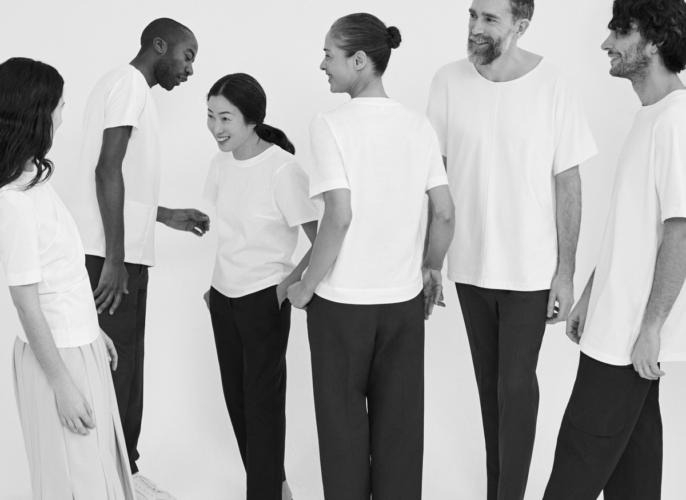 Cos White T-shirt Project: la capsule collection che celebra la t-shirt bianca
