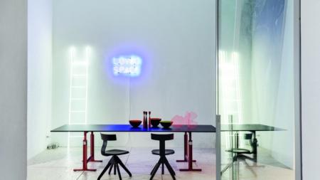 Magis Brut Konstantin Grcic: la nuova collezione di divani e poltrone, tavoli e panche
