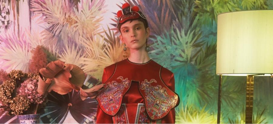 Trend moda primavera estate 2020: tinte imperiali e arte pittorica per Hui