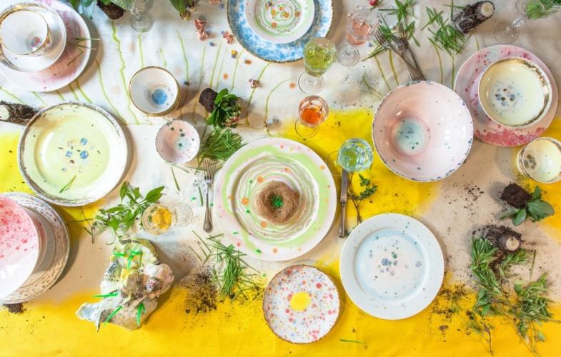 Coralla Maiuri servizi piatti ceramica: la tavola floreale per la primavera 2020