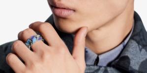 Louis Vuitton uomo accessori 2020: ciondoli, gioielli e un nuovo motivo Monogram