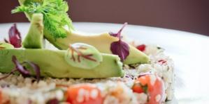 Taboulé di quinoa con salsa chimichuri: la ricetta esclusiva dello chef Eric Canino